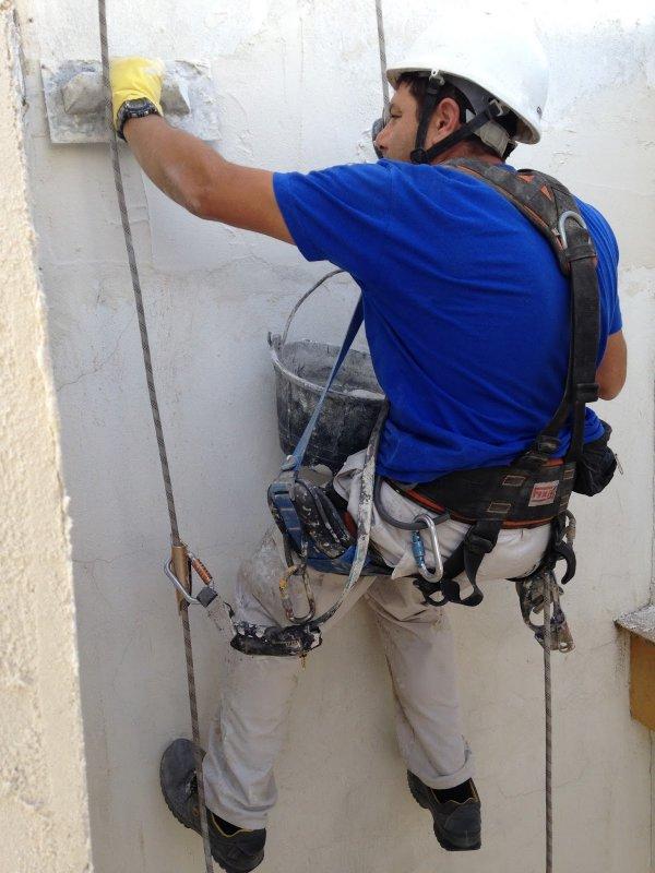 Reparación de frente de forjados en Hotel Macarena - Ateca Trabajos Verticales S.L. - Terminación