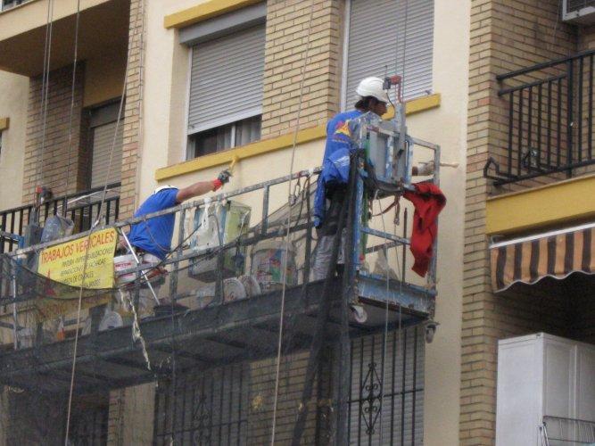 pintando fachada-ateca