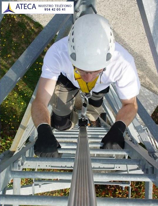 Escalera con mediadas de seguridad Ateca Trabajos Verticales 2